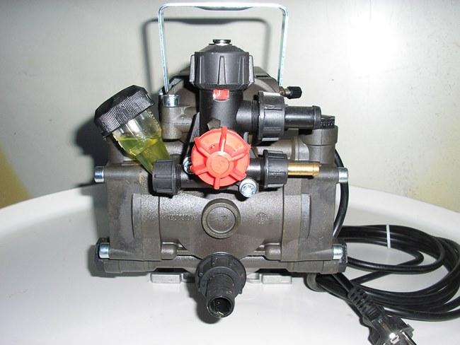 Pompa elettrica a membrana per atomizzatori e botti for Pompa per motocoltivatore